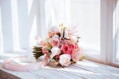 Huwelijksbloemen, bruids boeketclose-up stock fotografie