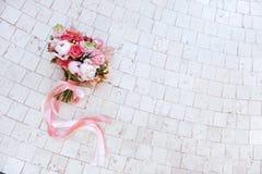 Huwelijksbloemen, bruids boeketclose-up stock afbeelding