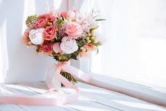 Huwelijksbloemen, bruids boeketclose-up stock foto's