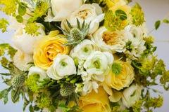 Huwelijksboeket met Gevoelige Pioenen en Rozen Royalty-vrije Stock Afbeelding