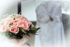 Huwelijksboeket met inbegrip van roze rozen Stock Fotografie