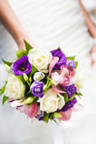 Huwelijksboeket met verschillende bloemen stock foto