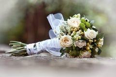 Huwelijksboeket op steen Royalty-vrije Stock Foto's