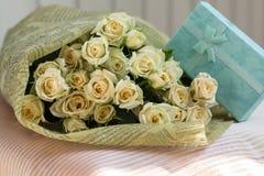 Huwelijksboeket van beige rozen Stock Afbeeldingen