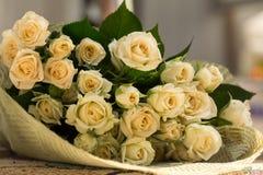 Huwelijksboeket van beige rozen Royalty-vrije Stock Foto's