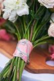 Huwelijksboeket van grote pioenen Royalty-vrije Stock Afbeeldingen