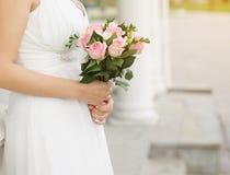 Huwelijksboeket van roze rozen Stock Foto's