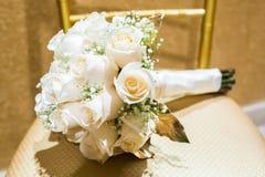 Huwelijksboeket van rozen met twee ringen Royalty-vrije Stock Foto's