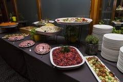 Huwelijksbuffet met Voedsel van het Keuken het Culinaire Buffet royalty-vrije stock fotografie