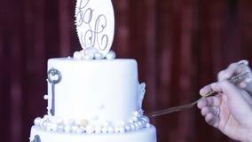 Huwelijkscake met initialen stock videobeelden
