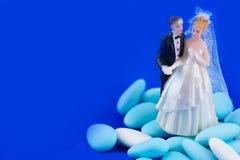 Huwelijkscake topper en gezoete amandelen Stock Afbeelding