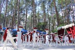 huwelijksceremonie in bos stock foto