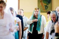 Huwelijksceremonie in Russische Orthodoxe Kerk Stock Fotografie