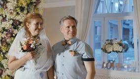 Huwelijksceremonie van volwassen paar stock videobeelden