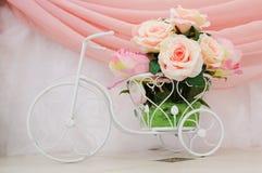 Huwelijksdecoratie bij restaurant met alle schoonheid en bloemen Stock Afbeelding