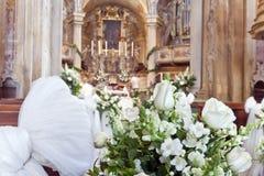 Huwelijksdecoratie in een kerk Royalty-vrije Stock Fotografie