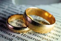 Huwelijksdecoratie en decoratie, Bruids boeket, het liggen en het wachten royalty-vrije stock foto's