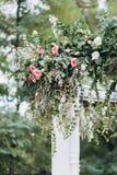 Huwelijksdecoratie met floristics stock afbeelding