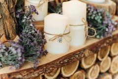 Huwelijksdecoratie met kaarsen Stock Afbeelding