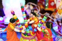 Huwelijksdoll die Hindoese rituelen tonen stock foto