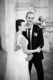 Huwelijksgang dichtbij de kathedraal Stock Fotografie