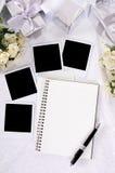 Huwelijksgiften en foto's Stock Foto