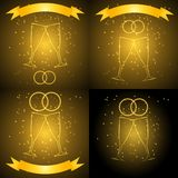 Huwelijksglazen met lint in gouden kleur Stock Afbeeldingen