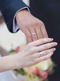 Huwelijkshanden stock afbeelding
