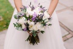 Huwelijkskleding, trouwringen, huwelijksboeket Royalty-vrije Stock Afbeelding