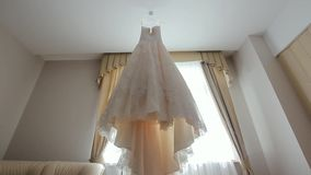Huwelijkskleding in Zaal stock videobeelden
