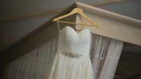 Huwelijkskleding in Zaal stock video