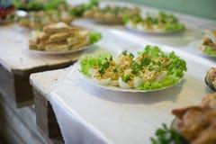 Huwelijkslijst met voedsel royalty-vrije stock afbeeldingen