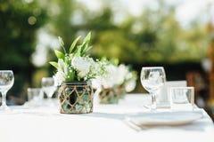 Huwelijkslijst voor diner met decoratie Stock Fotografie