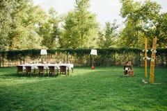 Huwelijkslijst voor diner met decoratie Royalty-vrije Stock Foto's
