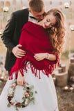 Huwelijkspaar in de avond stock fotografie
