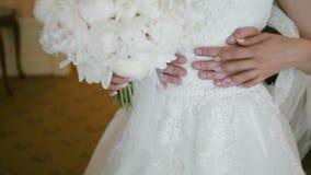 Huwelijkspaar het omhelzen stock videobeelden