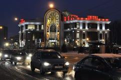 Huwelijkspaleis bij de winternacht. Tyumen, Rusland. Stock Foto