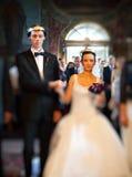Huwelijkspartij in kerk Stock Foto's