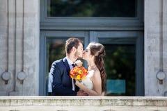 Huwelijksphotosession van bruid en bruidegom Royalty-vrije Stock Foto