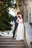 Huwelijksphotosession van bruid en bruidegom Stock Afbeelding