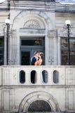 Huwelijksphotosession van bruid en bruidegom Stock Foto