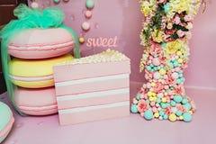 Huwelijksphotozone in een suikergoedstijl Verjaardag, partij Stock Foto