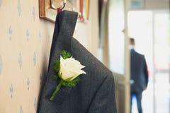 Huwelijksreeks met dichte omhooggaand van het bloemknoopsgat Stock Fotografie