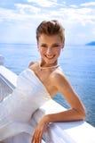 Huwelijksreeks: Mooie Bruid bij het Water Veiw Stock Foto