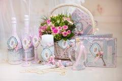 Huwelijkstoebehoren voor de ochtend van de bruid in roze. Weddi Royalty-vrije Stock Foto's