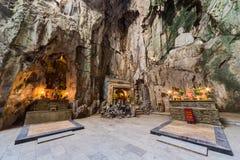 Huyen Khong Cave com santuários, montanhas de mármore, Vietname fotos de stock