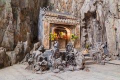 Huyen Khong Cave com santuários, montanhas de mármore, Vietname imagem de stock