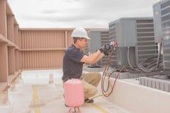 HVAC技术员维护 免版税库存图片