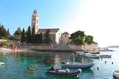 hvar海滩的教会 免版税库存照片