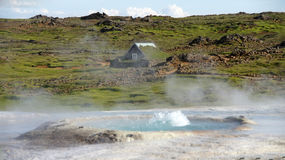 Hveravellir hot spring and house. Geothermal hot spring with house  in the background of Hveravellir on the Kjolur route Stock Photo